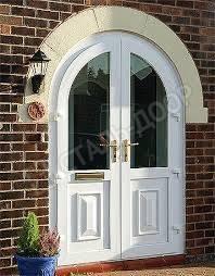 Белая арочная дверь в коттедж из МДФ со стеклом