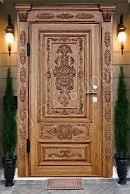 Одностворчатая входная элитная дверь для коттеджа из массива с резьбой