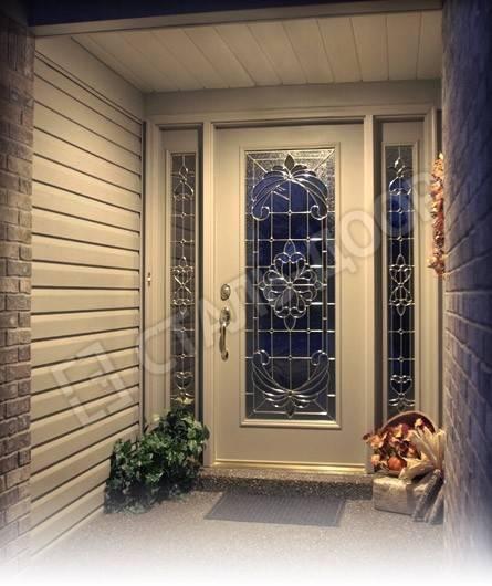 Входная элитная дверь в частный дом из массива с витражными стёклами