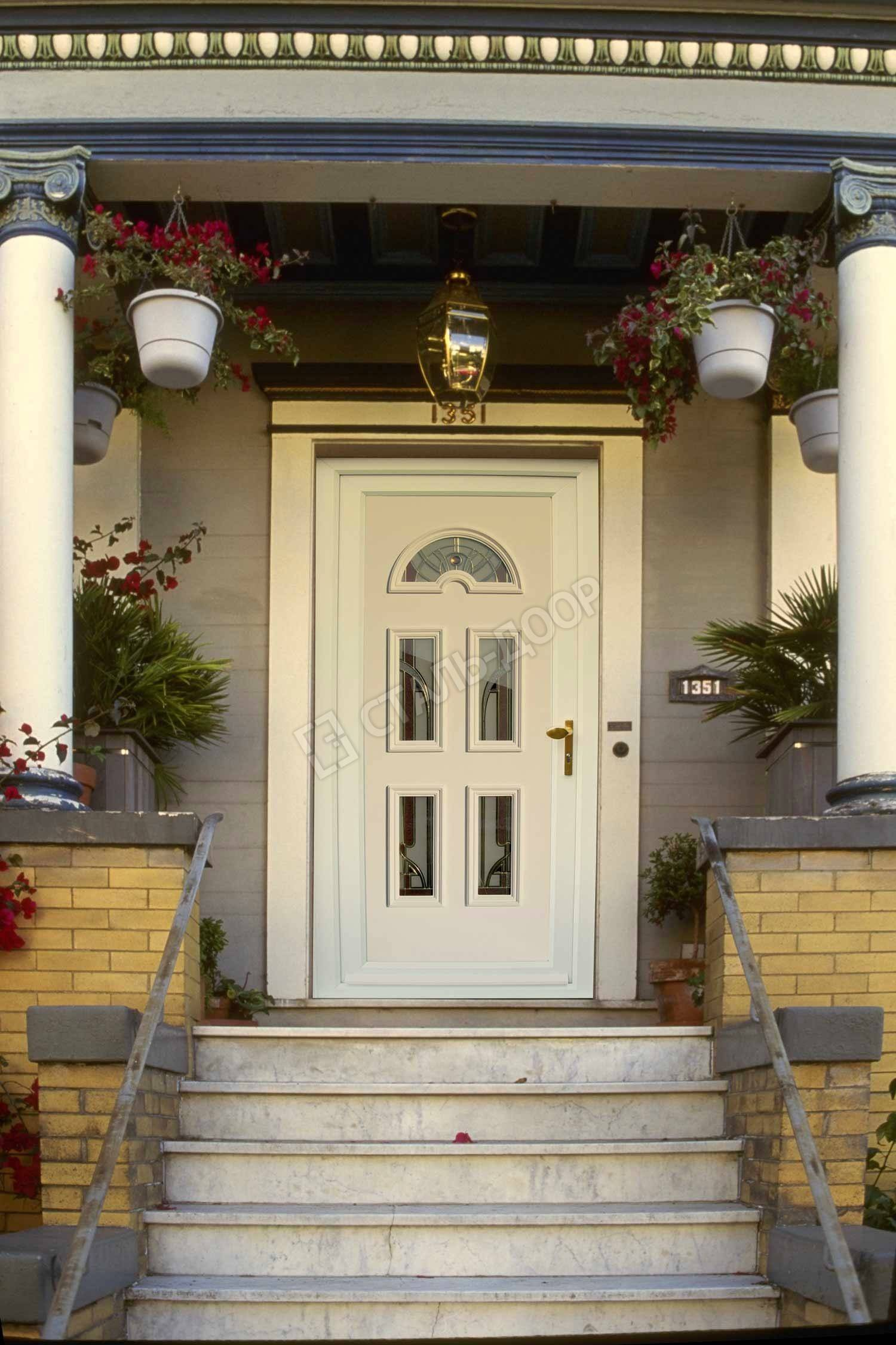 Элитная белая дверь из массива со стеклянными вставками